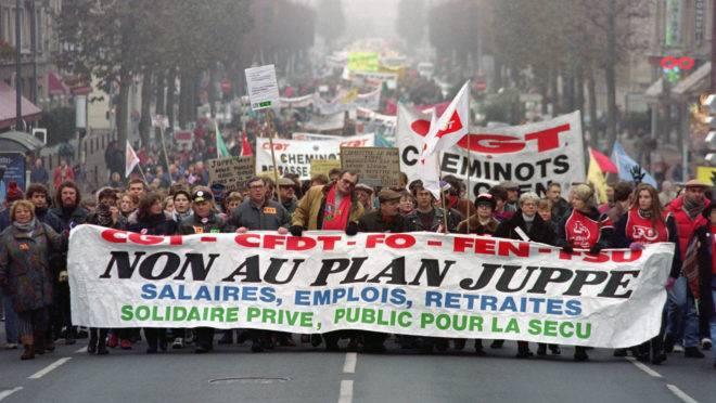 Franceses manifestam contra reforma da Previdência