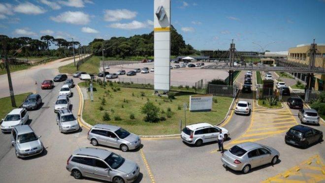 Renault fecha parcerias com universidades.