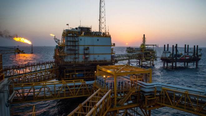 Plataforma de petróleo no Golfo Pérsico/Irã