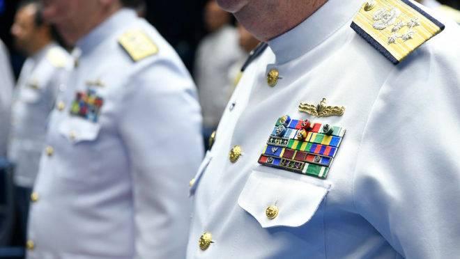 Projeto de Previdência dos militares não só manteve privilégios, como ainda criou outras vantagens, como os adicionais de habilitação e disponibilidade.