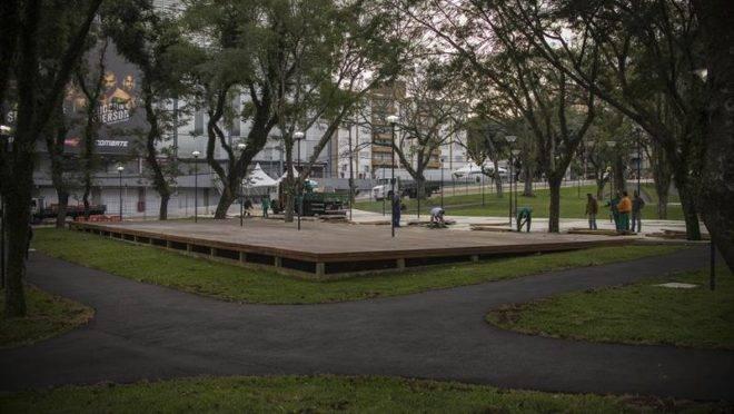 Praça Afonso Botelho.