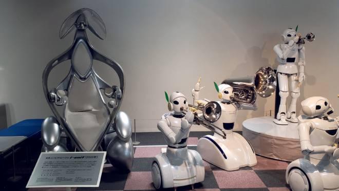 Protótipos de robôs desenvolvidos pela Toyota: Japão quer tecnologias cada vez mais integradas no cotidiano da sociedade.