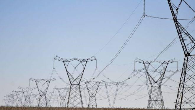 Governo quer reduzir valor de energia para consumidores conectados à rede de alta tensão