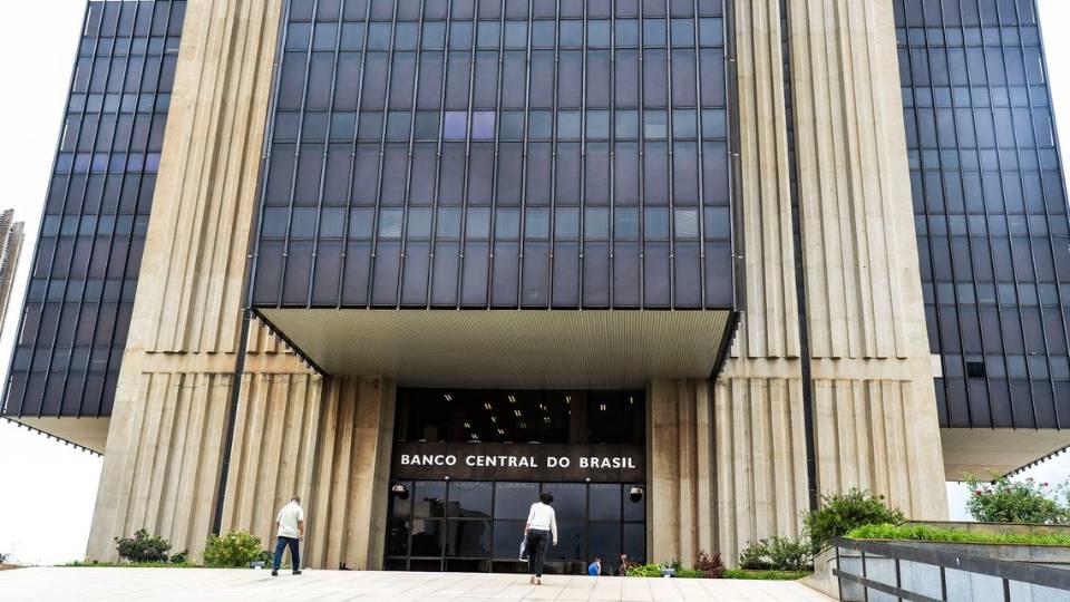 Por que o Banco Central abriu a porta para o aumento dos juros nos próximos meses