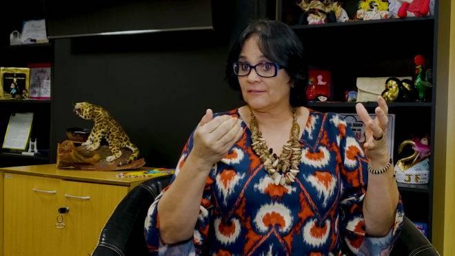 A ministra Damares Alves.