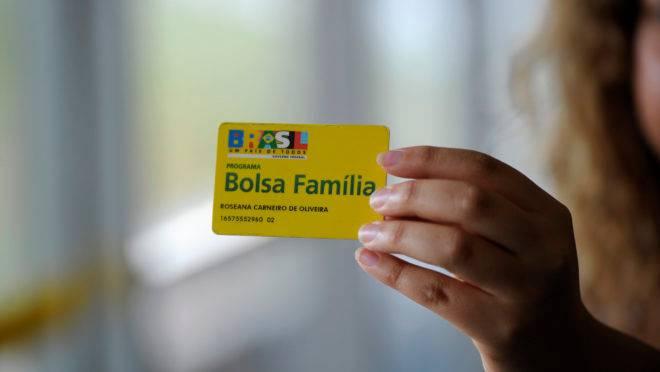 MP que criaria o 13º salário permanente do Bolsa Família caducou nesta quarta-feira (25).