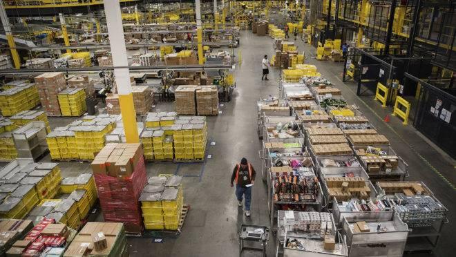 Centro de logística da Amazon em Robbinsville, Nova Jersey.