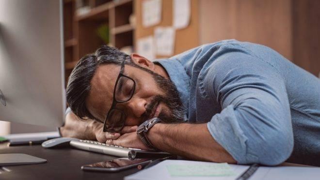 Sono, fadiga e sonolência: quando esses sintomas indicam algo mais problemático à saúde?