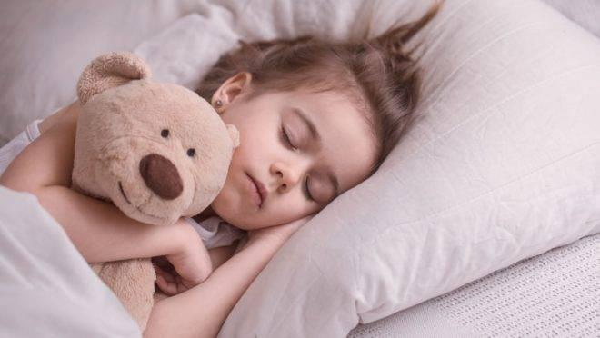 Alguns gatilhos favorecem as crises de sonambulismo entre as crianças