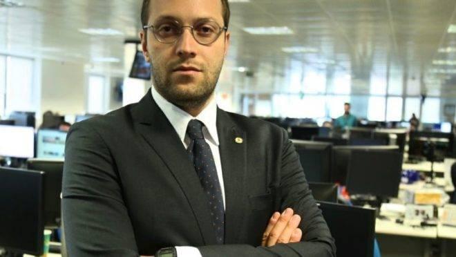 """O deputado Filipe Barros: """"Ex-advogado de grupos LGBT, Barroso deveria se declarar suspeito sobre o tema""""."""