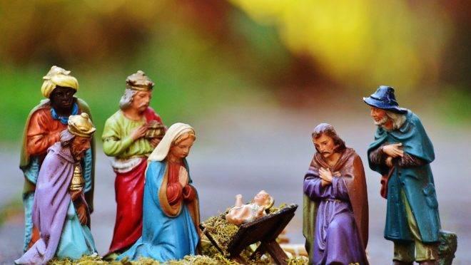 """Menos e menos americanos, lojas, empresas ou meios de comunicação desejam às pessoas um """"Feliz Natal"""", preferindo um estéril """"Boas Festas""""."""