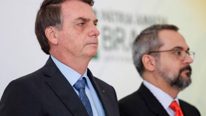 O presidente, Jair Bolsonaro, e o ministro da educação, Abraham Weintraub.