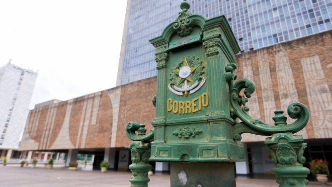 Governo quer descobrir como privatizar o serviço postal dos Correios
