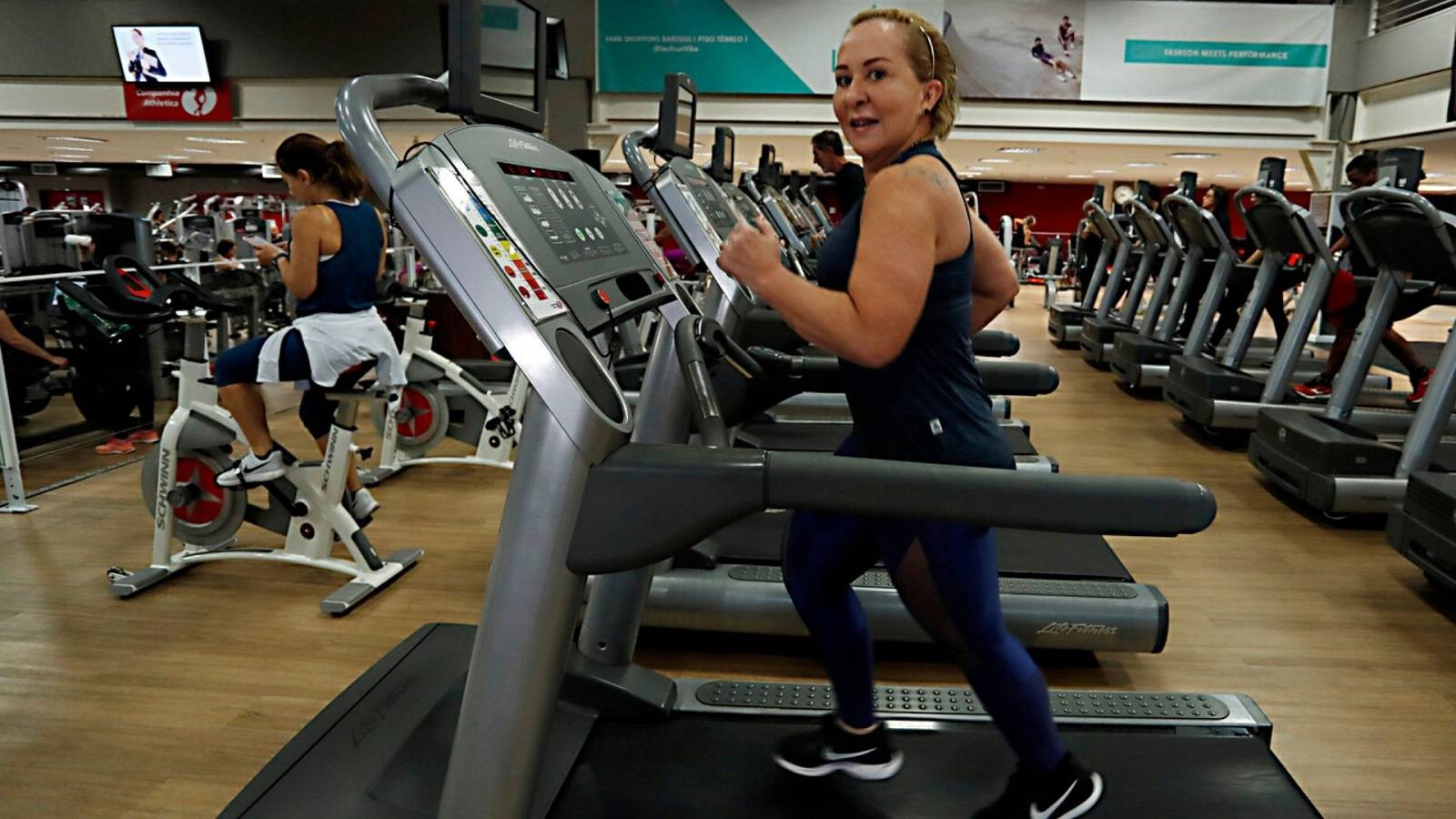 Soraia Cruz faz exercícios físicos para auxiliar no tratamento do câncer de mama