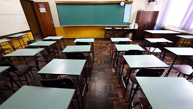 Professores foram comunicados do desligamento no momento em que chegaram para a distribuição de aula.