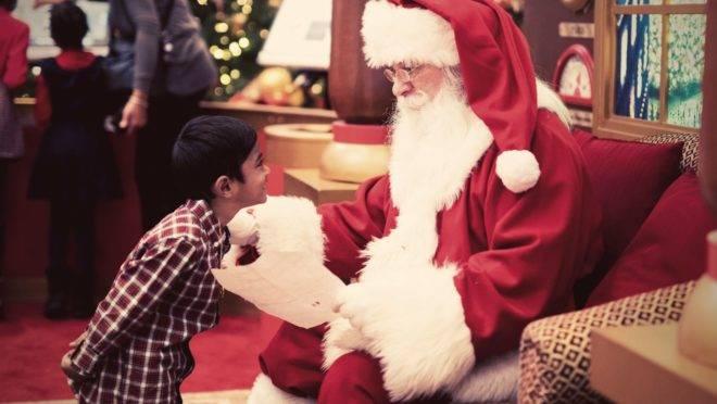 Descobrir sozinha a verdade sobre o Papai Noel é parte do seu crescimento e um sinal de que a criança está desenvolvendo habilidades de pensamento crítico