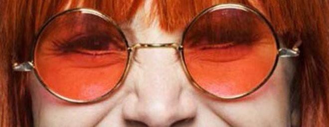 Mel Lisboa pintou o cabelo de vermelho e aprendeu a cantar para viver Rita Lee em musical. | Divulgação
