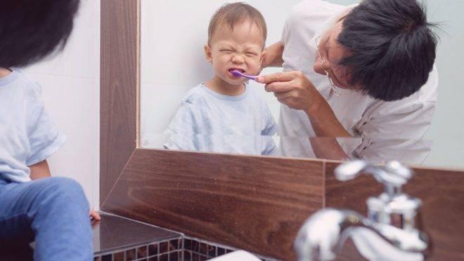 Remédios para crianças, especialmente os de via oral, contêm açúcar e sem a devida higienização, pode levar ao surgimento de doenças, como cáries