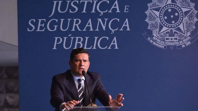 Sergio Moro discursa em evento.