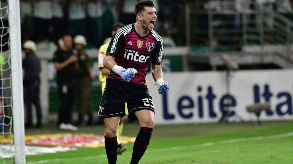 São Paulo compra Tiago Volpi e acerta contrato com o goleiro até 2023