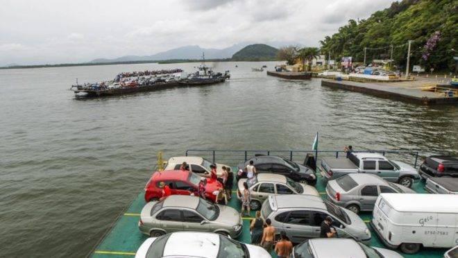 Veículos de turismo que chegarem a Guaratuba, por ferry boat ou rodovia, precisam pagar uma taxa de permanência