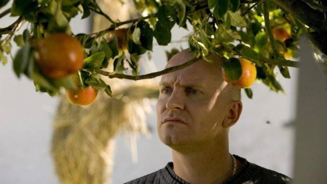 """Cena do filme """"As maçãs de Adam""""."""