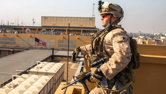 Fuzileiro naval dos EUA reforça segurança na embaixada americana em Bagdá, Iraque