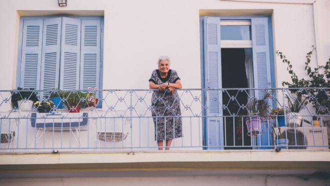 Quarto, banheiro, sala e cozinha estão na lista dos locais de maior risco para a queda dos idosos dentro de casa.