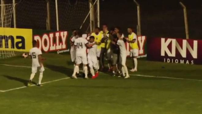 Jogadores do Tricolor comemoram um dos gols na goleada.