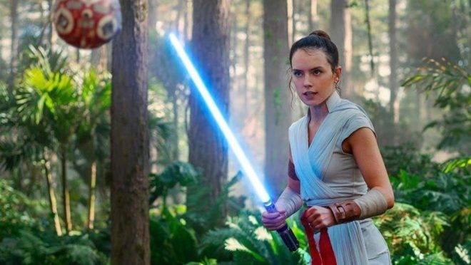 Rey (Daisy Ridley) em cena de Star Wars - A Ascensão Skywalker