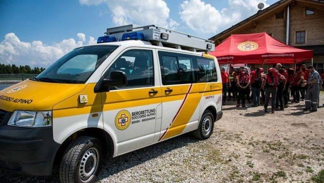 Equipes do socorro alpino foram mobilizadas para atender o incidente, que deixou atingiu 17 pessoas, entre mortos e feridos. Foto: Reprodução/Socorro Alpino Alto Adige