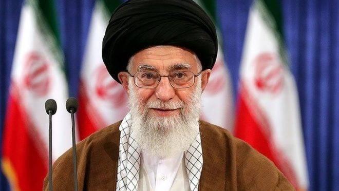 Lider supremo do Irã, aiatolá Ali Khamenei, vem trocando acusações com o presidente americano, Donald Trump, e a tensão piorou após a morte de Suleimani. Foto: Wikimedia Commons