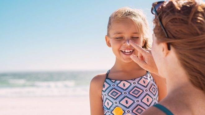 Além de terem uma fotoproteção alta, os produtos voltados para crianças tendem a ser mais resistentes à água.