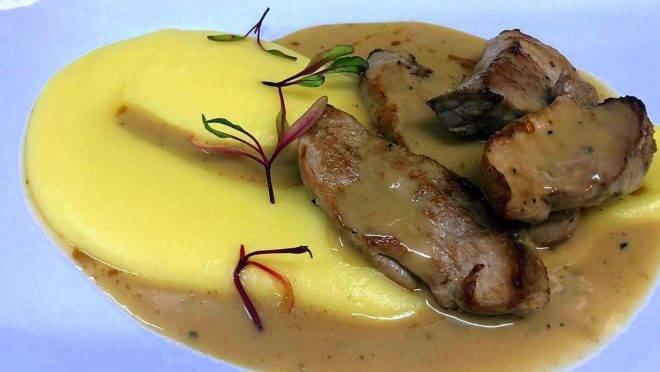 Mignon suíno ao molho roti, com purê de batata – uma das opções de prato principal do Summer Gourmet Festival do restaurante Vindouro.