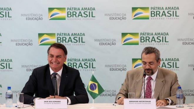 Presidente Jair Bolsonaro durante reunião com o ministro da Educação, Abraham Weintraub