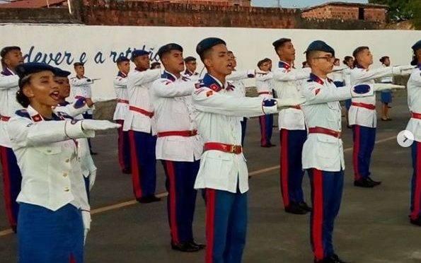 Alunos do Colégio da Polícia Militar de Alagoinhas, no interior da Bahia