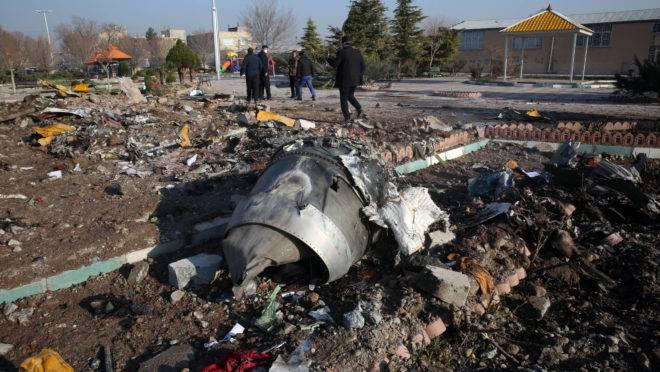 Avião de companhia ucraniana que caiu no Irã pode ter sido derrubado por míssil