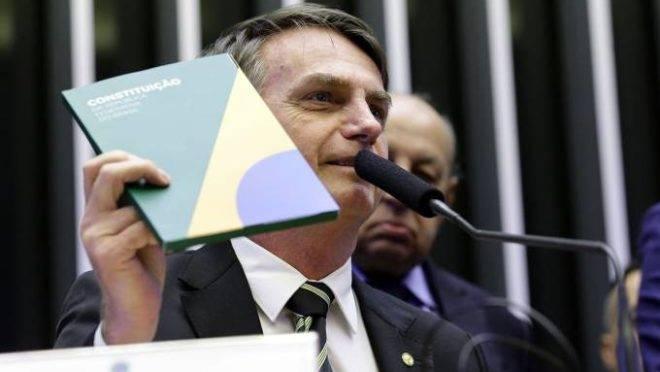 Bolsonaro cita Constituição e critica Lula