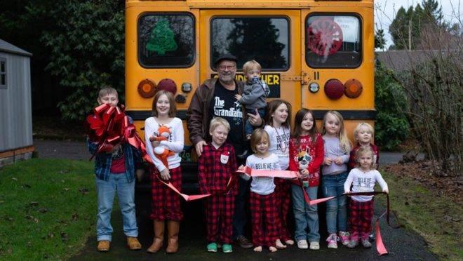 Mais do que facilitar o transporte até a escola, o norte-americano Doug Hayes queria ter mais tempo de qualidade com os netos.