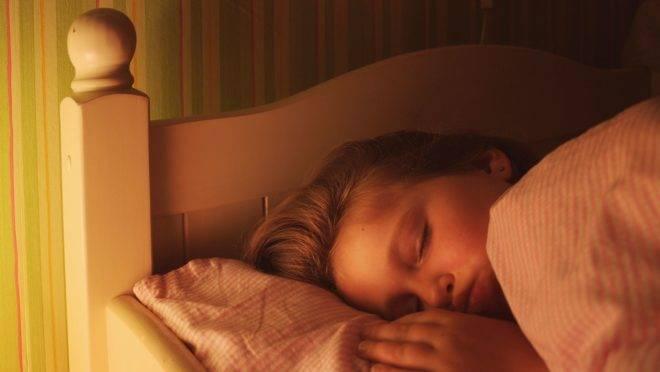 Sinais indicam quando a criança não teve uma boa noite de sono