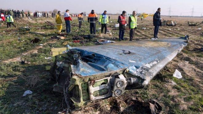 Irã: avião de companhia ucraniana caiu logo após decolagem de Teerã matando todas as 176 pessoas a bordo