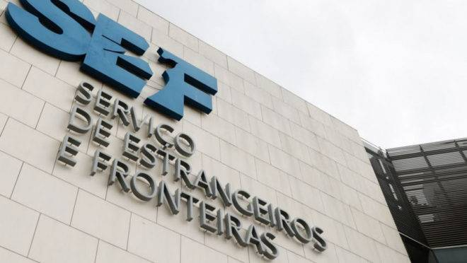 Os brasileiros foram presos pelo Serviço de Estrangeiros e Fronteiras, de Portugal.