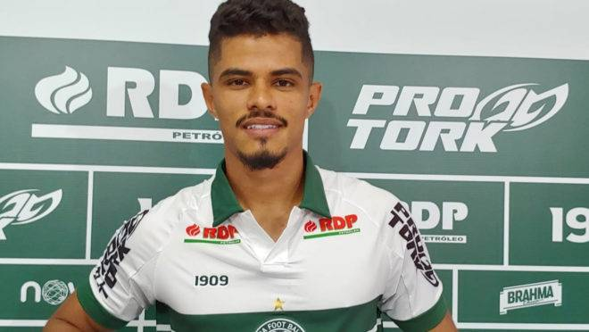 Lucas Ramon foi o único lateral contratado até o momento