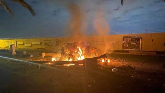 Veículo destruído em ataque por drone americano que matou o general iraniano Qasem Suleimani e outras oito pessoas no Iraque, 3 de janeiro de 2020