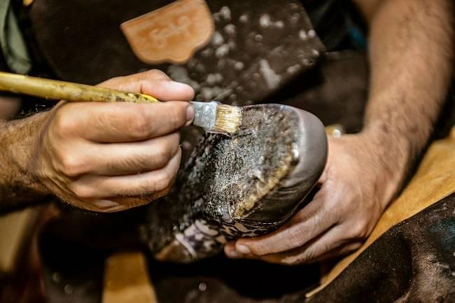 Processo artesanal de produção dá novos usos a matérias primas que seriam descartadas