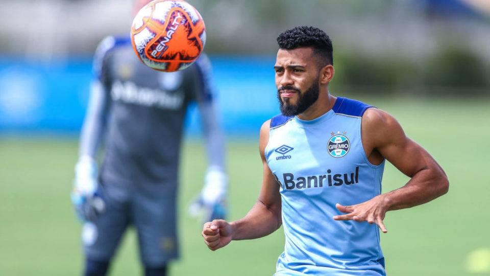 Paraná acerta com lateral Hulk, do Galo, e volante Kaio, do Grêmio, chegando a nove contratações
