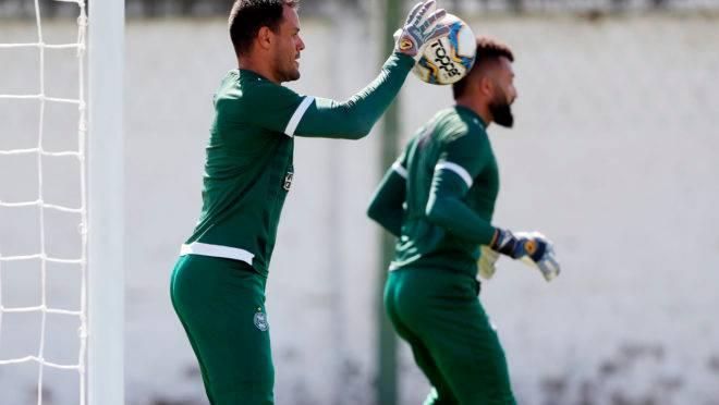 Alex Muralha e Wilson disputam posição no Coritiba