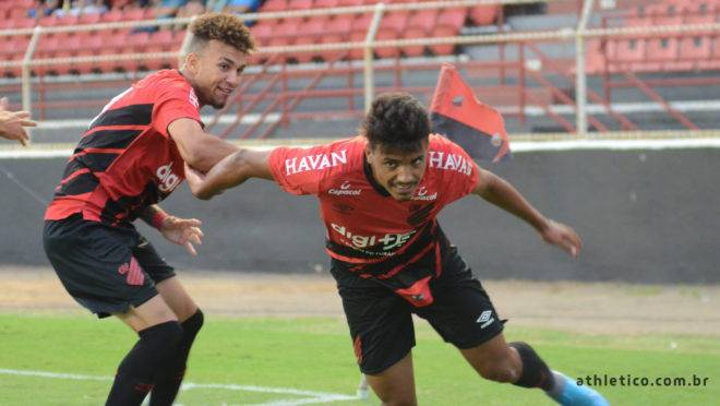 Jajá e Mingotti fizeram os gols do Furacão.
