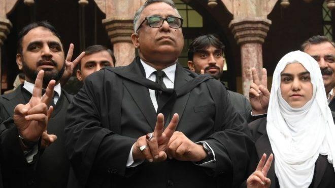Advogados de defesa de Pervez Musharraf celebram anulação de sentença de morte contra o ex-presidente