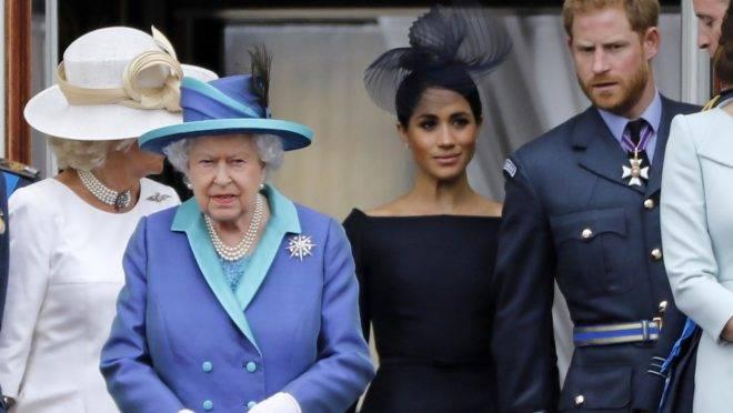 Rainha Elizabeth II aceita transição de Harry e Meghan